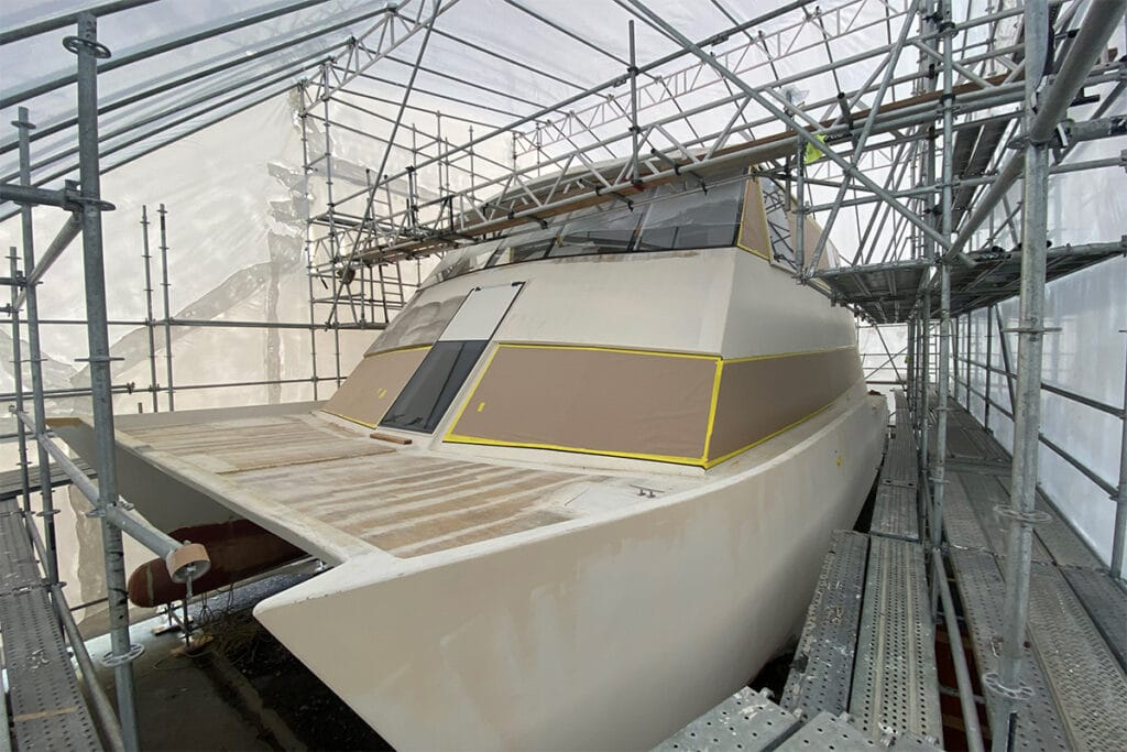 Temporary building for boat